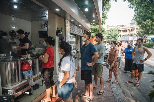 Nóng: Từ 12h ngày 16/9, một số quận, huyện ở Hà Nội được bán hàng ăn, uống mang về - Ảnh 1.