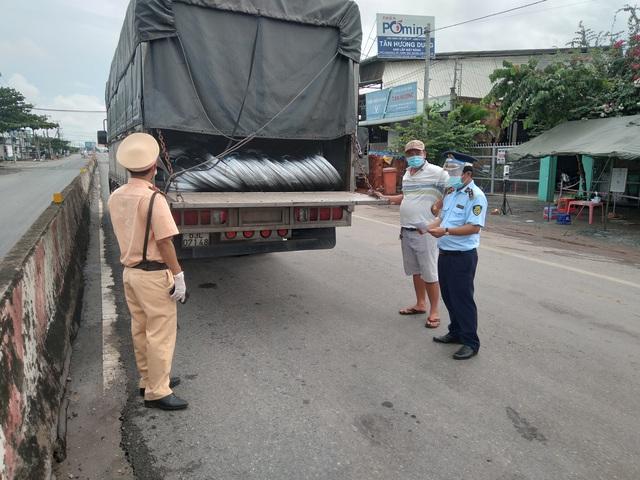Phát hiện 14 tấn thép cuộn vi phạm về nhãn hàng hóa tại Tiền Giang - Ảnh 1.