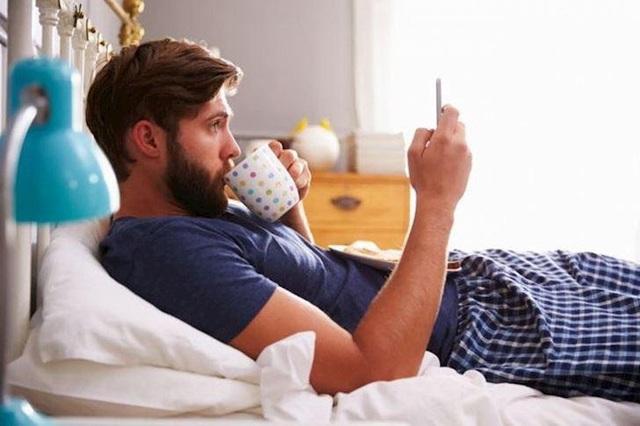 Tại sao 1 giờ đồng hồ sau khi thức dậy là 'giờ vàng' trong ngày? Có 3 việc sau khi thức dậy cần tránh làm ngay để tinh thần luôn tỉnh táo và tăng năng suất làm việc - Ảnh 3.