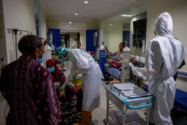 Gần 2.000 nhân viên y tế tử vong vì Covid-19: Indonesia mất bao lâu để cân bằng? - Ảnh 3.