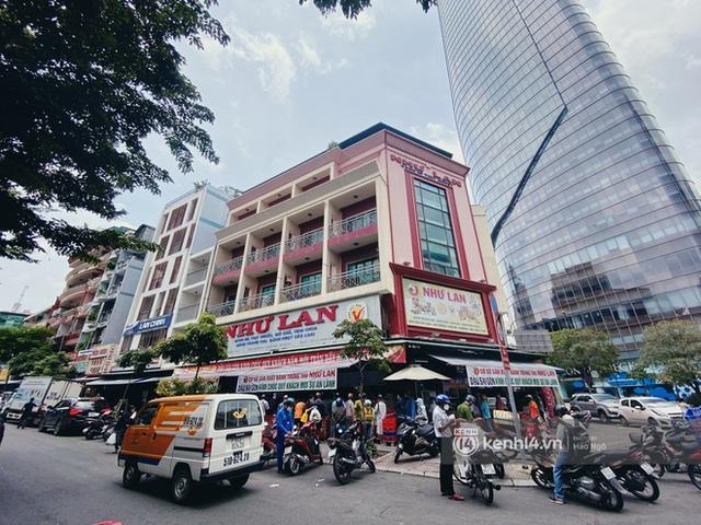 Bánh Trung thu Như Lan có 50 tuổi vẫn hot nhất Sài Gòn: Shipper đợi 2 tiếng chưa tới lượt, khách sộp mua hẳn 11 triệu tiền bánh! - Ảnh 1.