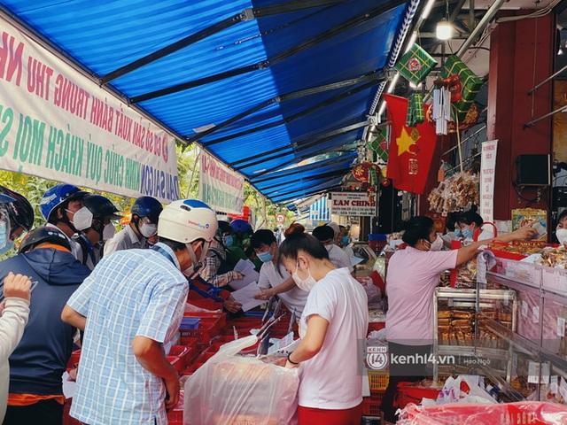Bánh Trung thu Như Lan có 50 tuổi vẫn hot nhất Sài Gòn: Shipper đợi 2 tiếng chưa tới lượt, khách sộp mua hẳn 11 triệu tiền bánh! - Ảnh 3.