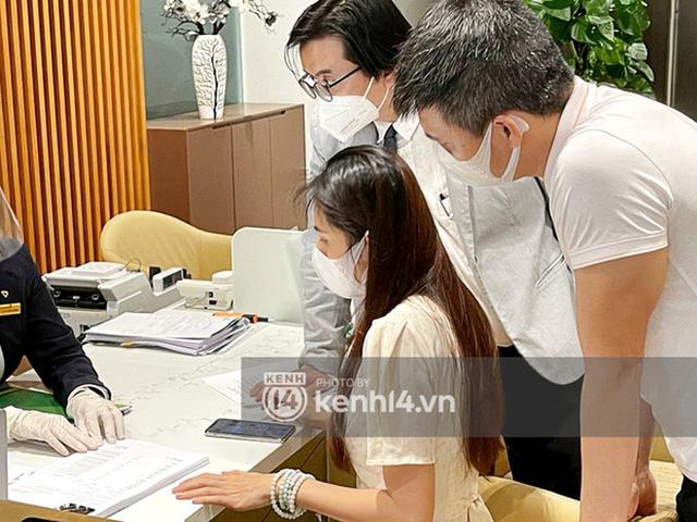 Phản cảm hành động giáng đòn 1 sao lên app Vietcombank sau livestream 18.000 trang sao kê của Công Vinh - Thuỷ Tiên - Ảnh 1.