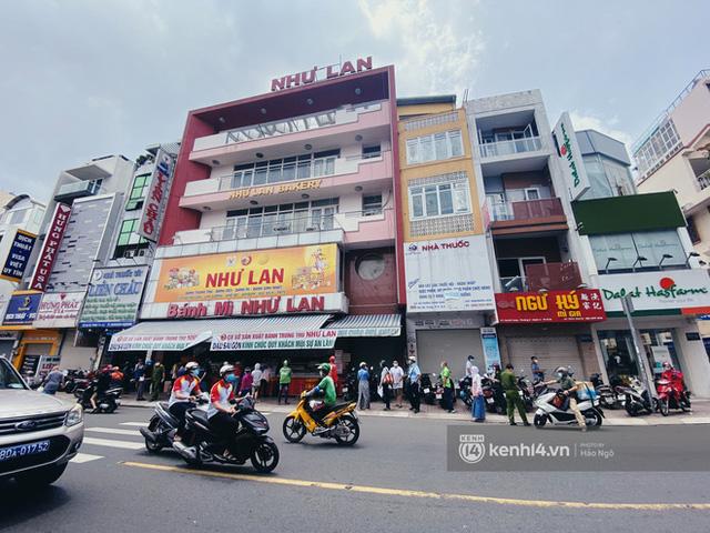 Bánh Trung thu Như Lan có 50 tuổi vẫn hot nhất Sài Gòn: Shipper đợi 2 tiếng chưa tới lượt, khách sộp mua hẳn 11 triệu tiền bánh! - Ảnh 13.