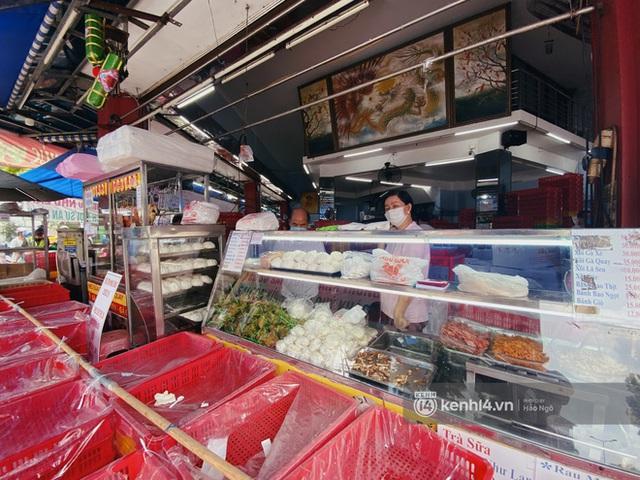 Bánh Trung thu Như Lan có 50 tuổi vẫn hot nhất Sài Gòn: Shipper đợi 2 tiếng chưa tới lượt, khách sộp mua hẳn 11 triệu tiền bánh! - Ảnh 14.