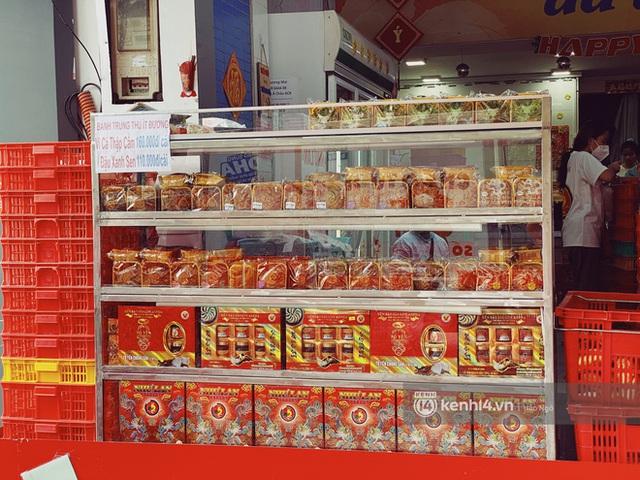 Bánh Trung thu Như Lan có 50 tuổi vẫn hot nhất Sài Gòn: Shipper đợi 2 tiếng chưa tới lượt, khách sộp mua hẳn 11 triệu tiền bánh! - Ảnh 17.