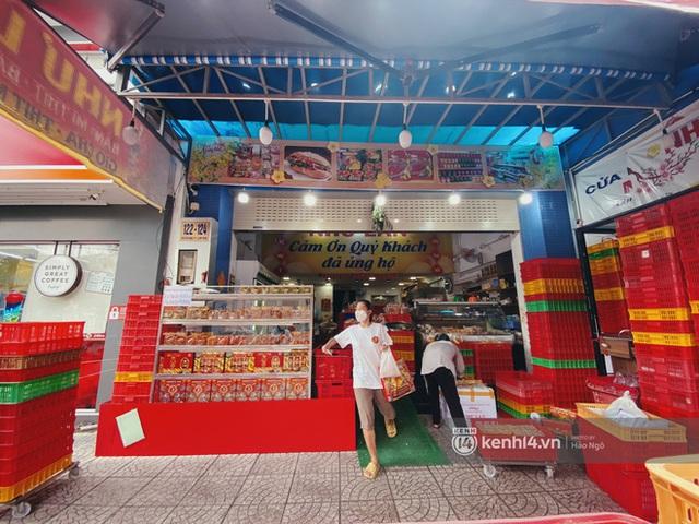 Bánh Trung thu Như Lan có 50 tuổi vẫn hot nhất Sài Gòn: Shipper đợi 2 tiếng chưa tới lượt, khách sộp mua hẳn 11 triệu tiền bánh! - Ảnh 18.