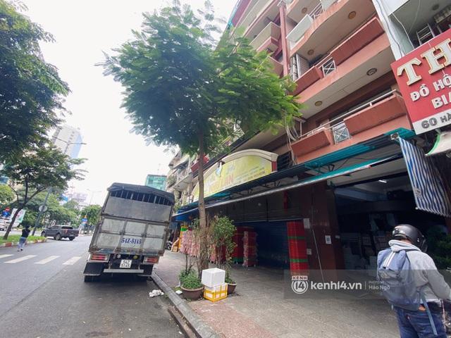 Bánh Trung thu Như Lan có 50 tuổi vẫn hot nhất Sài Gòn: Shipper đợi 2 tiếng chưa tới lượt, khách sộp mua hẳn 11 triệu tiền bánh! - Ảnh 19.