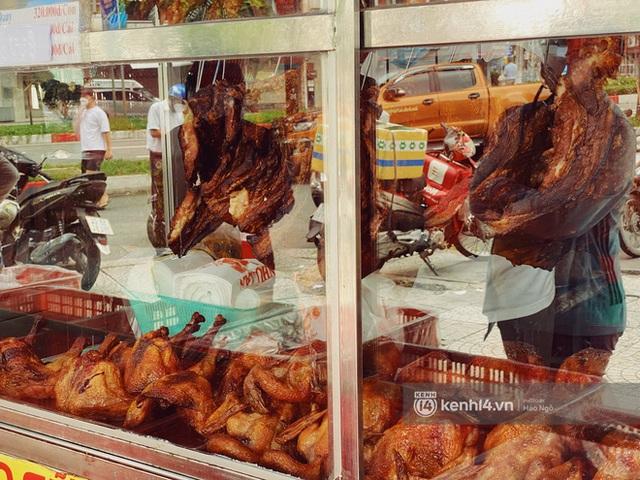 Bánh Trung thu Như Lan có 50 tuổi vẫn hot nhất Sài Gòn: Shipper đợi 2 tiếng chưa tới lượt, khách sộp mua hẳn 11 triệu tiền bánh! - Ảnh 22.