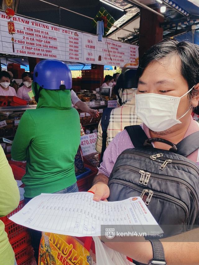 Bánh Trung thu Như Lan có 50 tuổi vẫn hot nhất Sài Gòn: Shipper đợi 2 tiếng chưa tới lượt, khách sộp mua hẳn 11 triệu tiền bánh! - Ảnh 6.