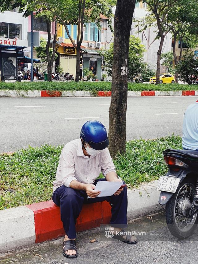 Bánh Trung thu Như Lan có 50 tuổi vẫn hot nhất Sài Gòn: Shipper đợi 2 tiếng chưa tới lượt, khách sộp mua hẳn 11 triệu tiền bánh! - Ảnh 7.