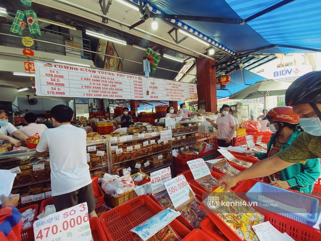 Bánh Trung thu Như Lan có 50 tuổi vẫn hot nhất Sài Gòn: Shipper đợi 2 tiếng chưa tới lượt, khách sộp mua hẳn 11 triệu tiền bánh! - Ảnh 8.