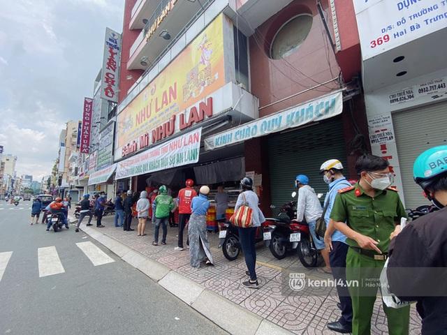 Bánh Trung thu Như Lan có 50 tuổi vẫn hot nhất Sài Gòn: Shipper đợi 2 tiếng chưa tới lượt, khách sộp mua hẳn 11 triệu tiền bánh! - Ảnh 9.