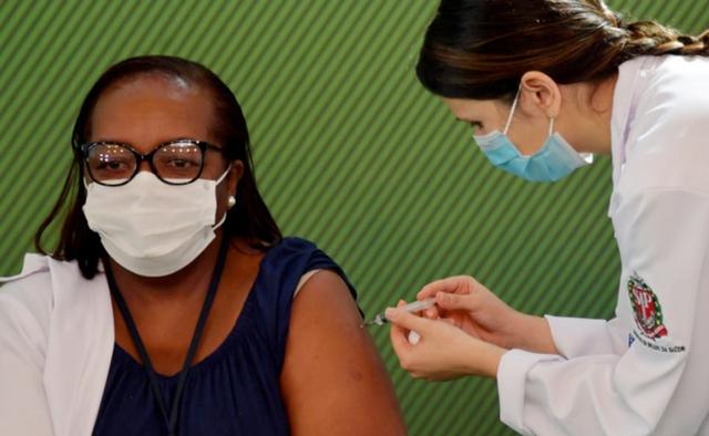 Brazil - nơi từng là tâm dịch Covid-19 lật ngược tình thế nhờ vaccine - Ảnh 1.