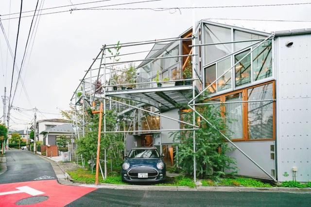 Gia đình ba thế hệ thiết kế ngôi nhà đặc biệt chỉ toàn ánh sáng và cây xanh ở Nhật Bản - Ảnh 1.
