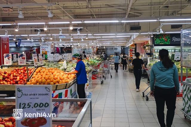 Ảnh: Người dân quận 7 vui mừng trong ngày đầu được đi siêu thị trở lại - Ảnh 2.