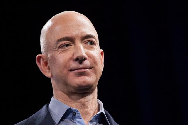 Loá mắt trước diện mạo bảnh bao của quý tử lớn nhà tỷ phú Amazon, xứng đáng lọt top những người thừa kế được khao khát nhất thế giới - Ảnh 1.