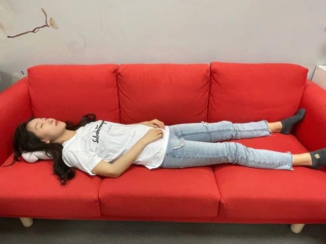 Người đàn ông đột tử do nôn mửa làm tắc khí quản, cô gái mất khả năng đi tiểu suốt đời: Bác sĩ cảnh báo 5 tư thế nằm ngủ sai sau khi uống rượu - Ảnh 1.