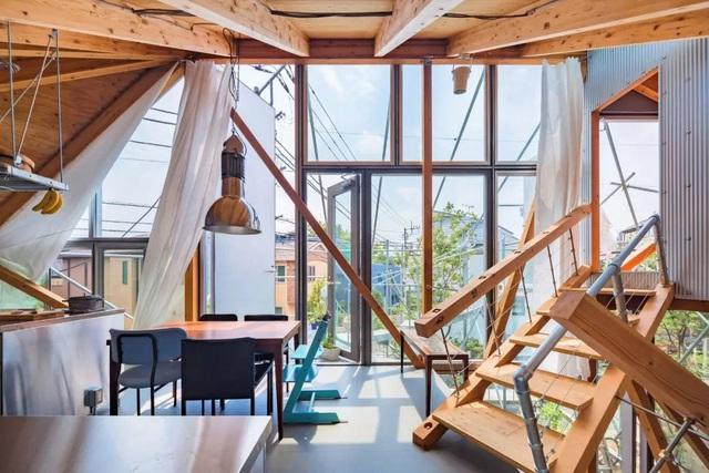 Gia đình ba thế hệ thiết kế ngôi nhà đặc biệt chỉ toàn ánh sáng và cây xanh ở Nhật Bản - Ảnh 13.