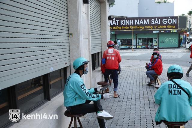 Người Sài Gòn rần rần đặt đồ ăn online: Quán xá chuẩn bị hàng trăm đơn, shipper hoạt động hết công suất mới kịp giao cho khách - Ảnh 19.