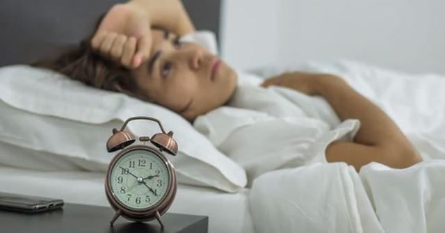 Bác sĩ cảnh báo 8 yếu tố thường thấy trong cuộc sống hàng ngày có thể gây teo não  - Ảnh 3.