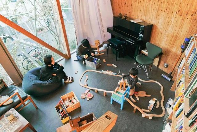 Gia đình ba thế hệ thiết kế ngôi nhà đặc biệt chỉ toàn ánh sáng và cây xanh ở Nhật Bản - Ảnh 22.