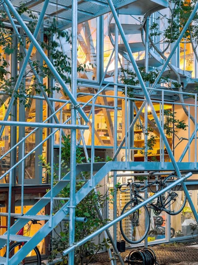 Gia đình ba thế hệ thiết kế ngôi nhà đặc biệt chỉ toàn ánh sáng và cây xanh ở Nhật Bản - Ảnh 27.