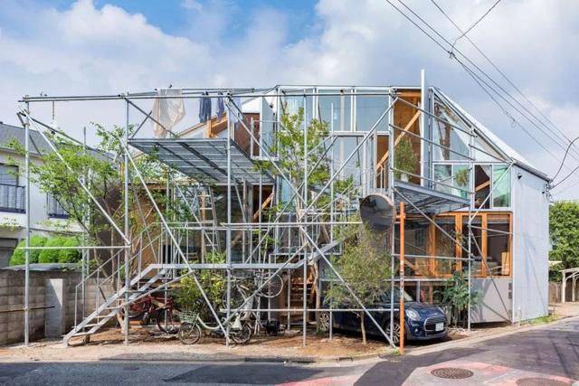 Gia đình ba thế hệ thiết kế ngôi nhà đặc biệt chỉ toàn ánh sáng và cây xanh ở Nhật Bản - Ảnh 4.