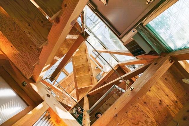 Gia đình ba thế hệ thiết kế ngôi nhà đặc biệt chỉ toàn ánh sáng và cây xanh ở Nhật Bản - Ảnh 6.