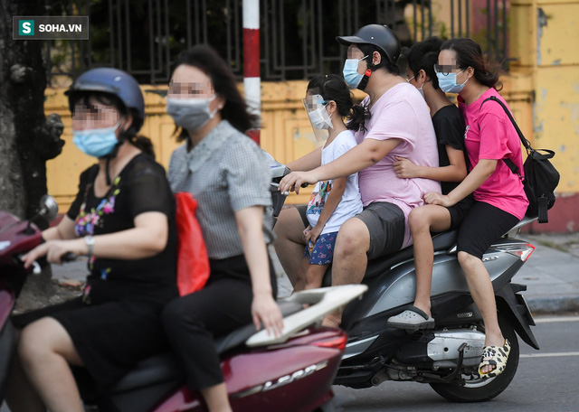 Ra đường mùa dịch: Nhiều người ở Hà Nội nhớ khẩu trang nhưng quên luật giao thông - Ảnh 6.