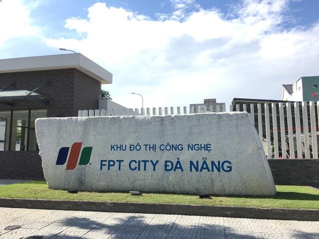 Từ tuổi thơ nghèo khó và xa cha mẹ của chính mình, chủ tịch FPT Trương Gia Bình mở trường nuôi dạy 1.000 trẻ mồ côi do COVID-19 - Ảnh 1.
