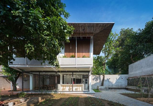 Cặp vợ chồng 9x bỏ Hà Nội về Thái Nguyên tậu cơ ngơi hoành tráng, tận hưởng cuộc sống yên bình với khu vườn trên cao cực chất  - Ảnh 1.