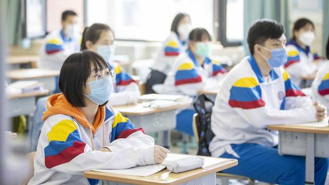 Yếu tố then chốt bất ngờ trong phục hồi kinh tế: Vaccine Covid-19 cho trẻ em - Ảnh 2.