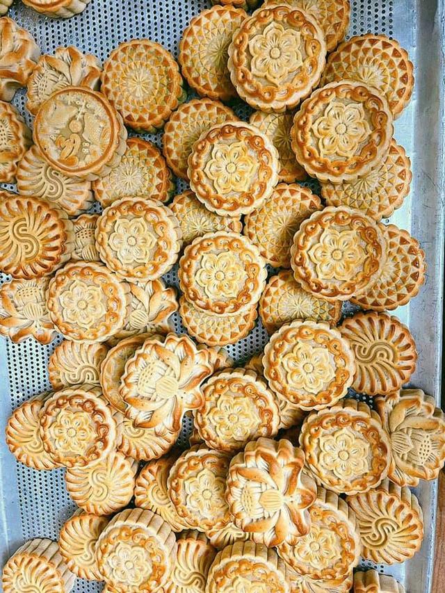 Thị trường bánh trung thu ế ẩm chưa từng thấy dù nhiều mẫu bánh độc lạ ra lò - Ảnh 3.