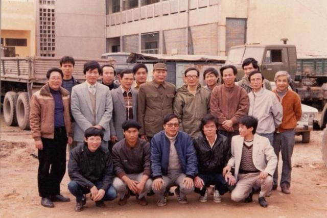 Từ tuổi thơ nghèo khó và xa cha mẹ của chính mình, chủ tịch FPT Trương Gia Bình mở trường nuôi dạy 1.000 trẻ mồ côi do COVID-19 - Ảnh 4.