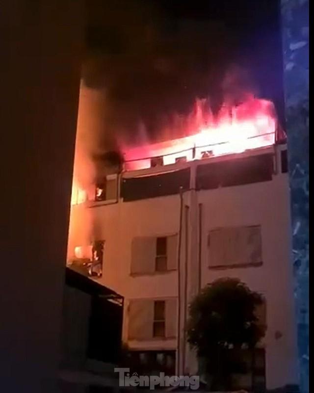 Cháy lớn thiêu rụi ngôi nhà ở chợ quần áo lớn nhất Hà Nội - Ảnh 5.
