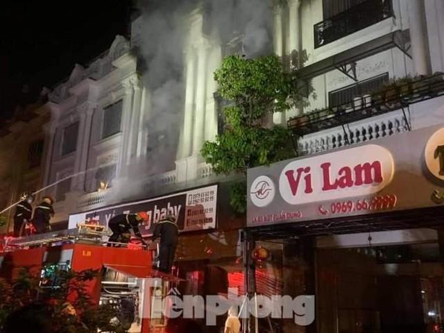 Cháy lớn thiêu rụi ngôi nhà ở chợ quần áo lớn nhất Hà Nội - Ảnh 7.