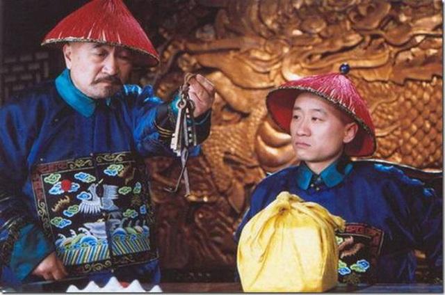 Tể tướng Lưu Gù: Mâu thuẫn với Càn Long - Hoà Thân, bị phong sát khốc liệt vì quá... liêm khiết, giờ ra sao ở tuổi 74?  - Ảnh 9.