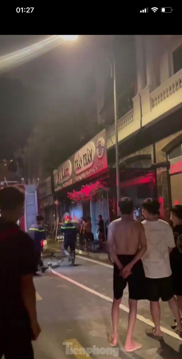 Cháy lớn thiêu rụi ngôi nhà ở chợ quần áo lớn nhất Hà Nội - Ảnh 10.