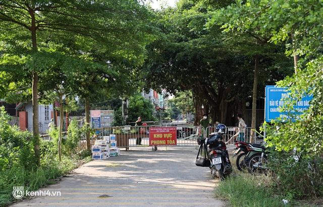 Ảnh: Cận cảnh địa phương đầu tiên tại Hà Nội sử dụng flycam giám sát người dân tại khu vực phong toả - Ảnh 1.