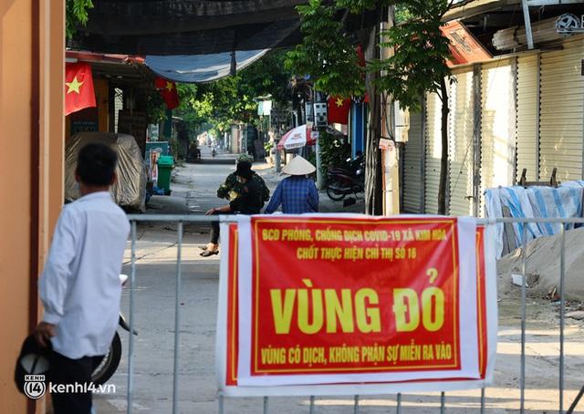 Ảnh: Cận cảnh địa phương đầu tiên tại Hà Nội sử dụng flycam giám sát người dân tại khu vực phong toả - Ảnh 11.