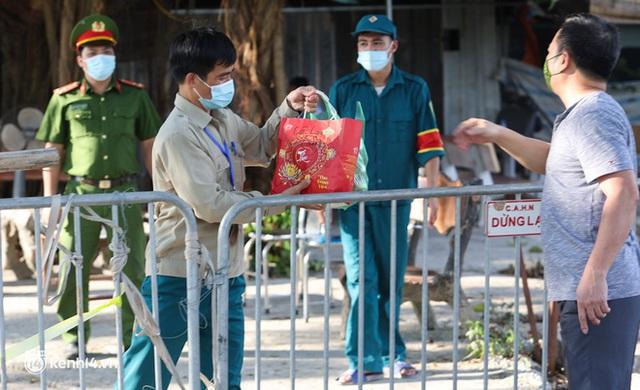 Ảnh: Cận cảnh địa phương đầu tiên tại Hà Nội sử dụng flycam giám sát người dân tại khu vực phong toả - Ảnh 12.