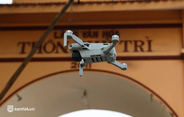 Ảnh: Cận cảnh địa phương đầu tiên tại Hà Nội sử dụng flycam giám sát người dân tại khu vực phong toả - Ảnh 5.