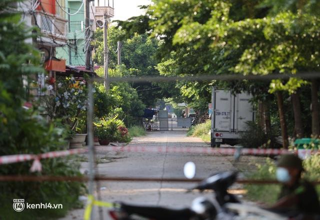Ảnh: Cận cảnh địa phương đầu tiên tại Hà Nội sử dụng flycam giám sát người dân tại khu vực phong toả - Ảnh 8.