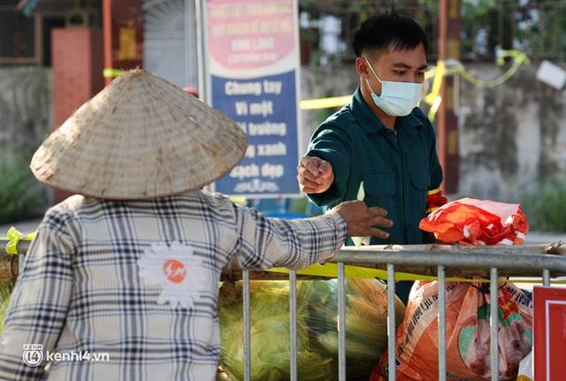 Ảnh: Cận cảnh địa phương đầu tiên tại Hà Nội sử dụng flycam giám sát người dân tại khu vực phong toả - Ảnh 10.