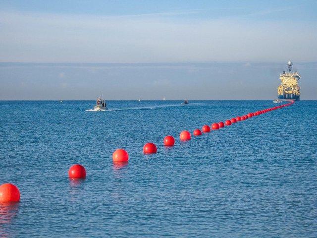 Google, Facebook đặt hàng nghìn dặm cáp quang dưới đáy biển như thế nào? - Ảnh 17.
