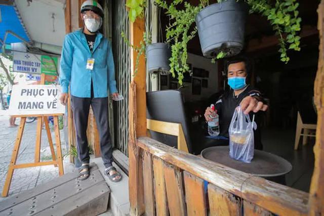 TP HCM: Cơ sở kinh doanh ăn uống, thực phẩm muốn mở cửa phải bảo đảm 6 tiêu chí an toàn  - Ảnh 1.
