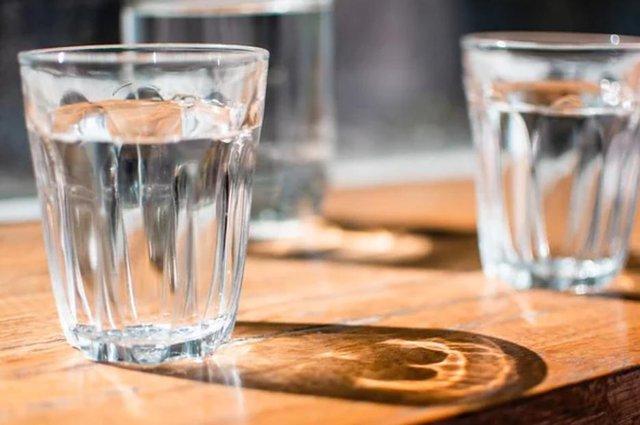 5 trường hợp cần rất cẩn trọng khi uống nước: Thói quen uống nước sai lầm chẳng đem lại lợi ích gì mà còn tổn hại tới sức khỏe! - Ảnh 1.
