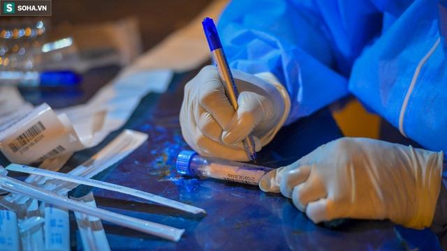 Hà Nội: Phát hiện 9 người dương tính SARS-CoV-2, lập tức lấy 5000 mẫu xét nghiệm trong đêm  - Ảnh 8.