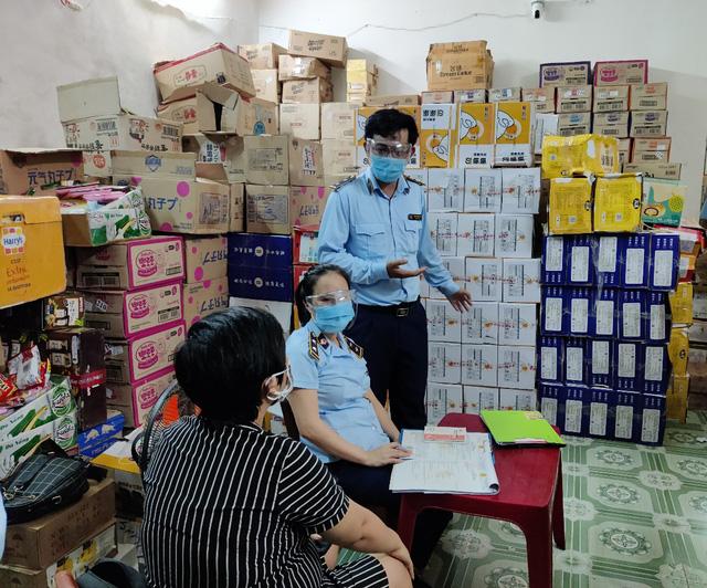 Thu giữ hơn 43.460 sản phẩm bánh, kẹo không có hóa đơn chứng từ - Ảnh 1.